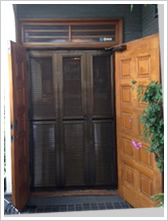 玄関網戸戸建て施工例1
