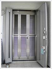 玄関網戸戸建て施工例3