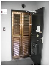 玄関網戸マンション施工例4